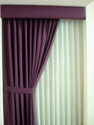 Cortina de riel doble con cenefacortinas black out for Ganchos para cortinas de madera